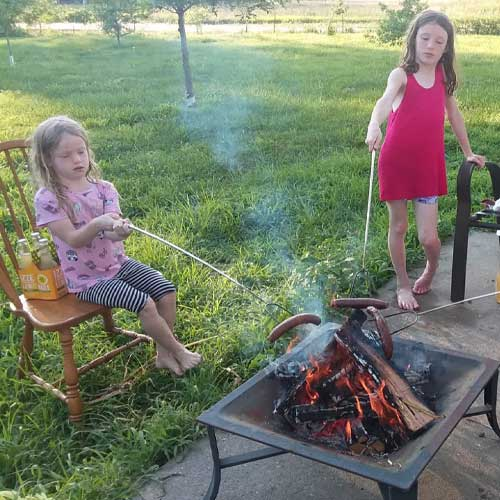 These mutt dogs add extra sizzle to weekend fire pits – because they have casings! That means your dog will start poppin and sizzlin as it finishes. It's much easier to tell when the center is warm.